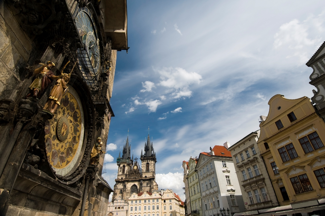 czech_republic_prague_market_square_astronomical_clock_istock_000011011874large.jpg