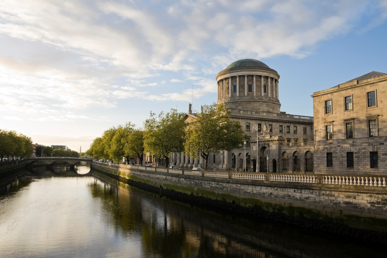 ireland_dublin_river_liffey_and_the_four_courts_istock_000014565526large.jpg