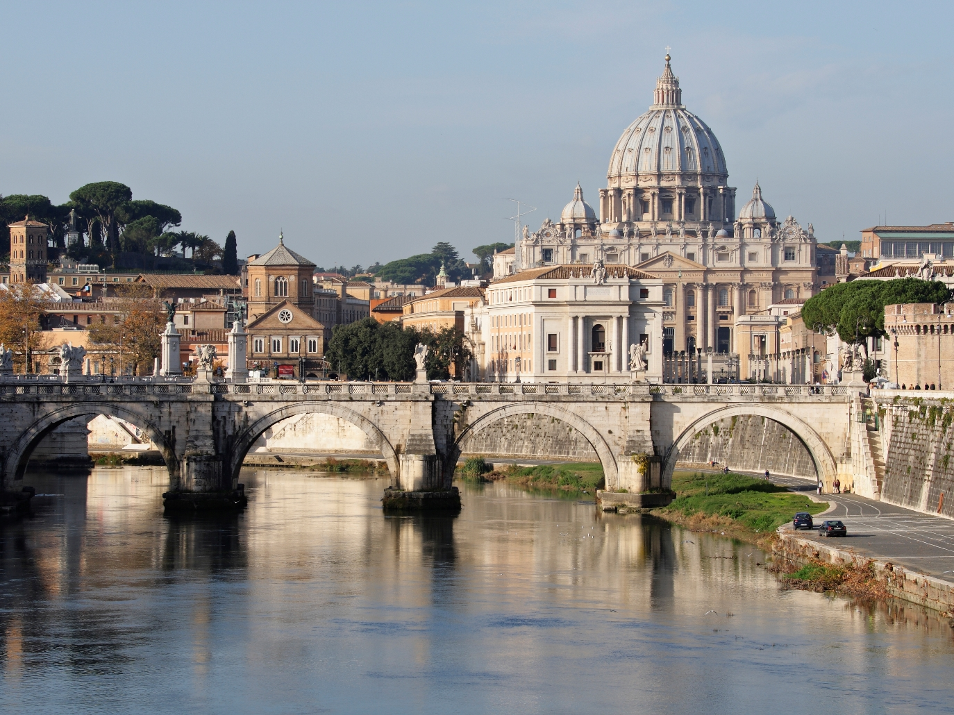italy_rome_st._peters_basilica_and_ponte_sant_angelo_istock_000004947188large.jpg