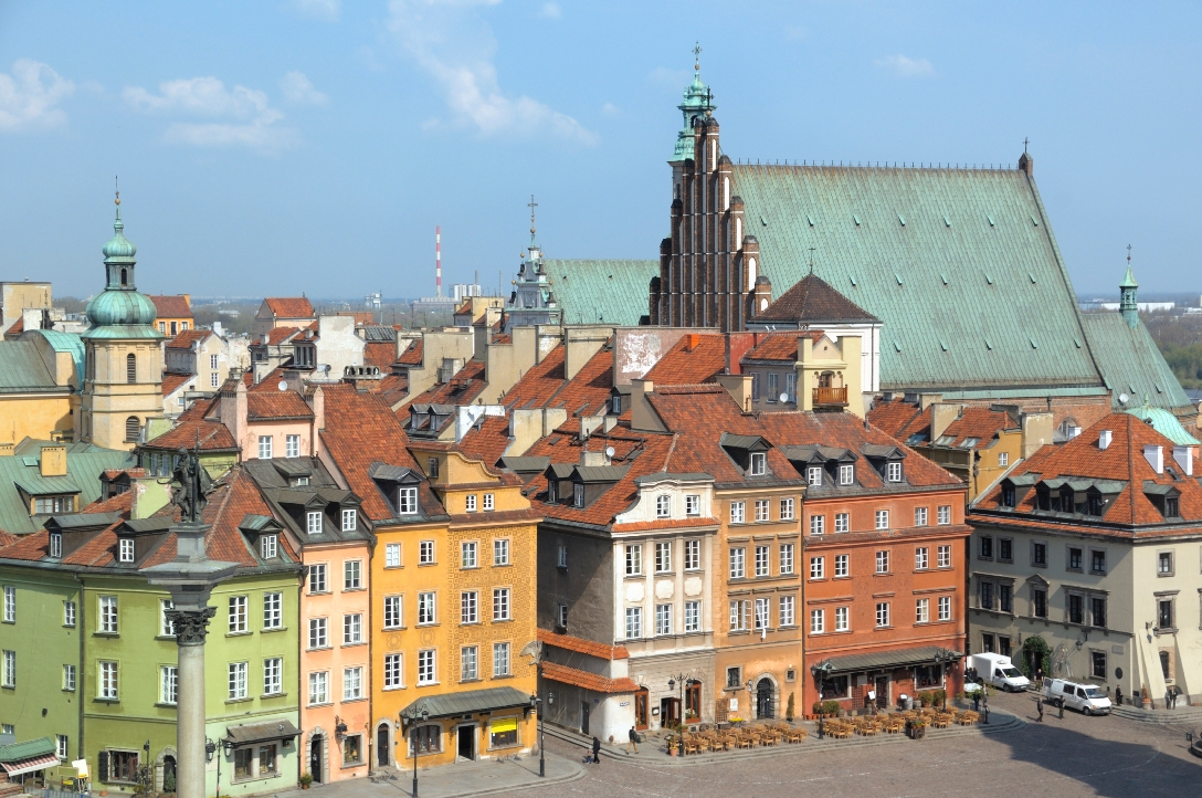 poland_warsaw_castle_square_istock_000017129447large.jpg