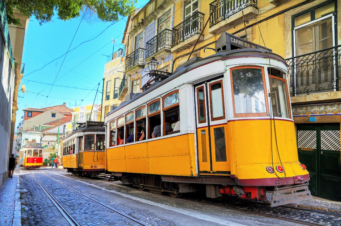 portugal_lisbon_yellow_trams_istock_000044034528large.jpg
