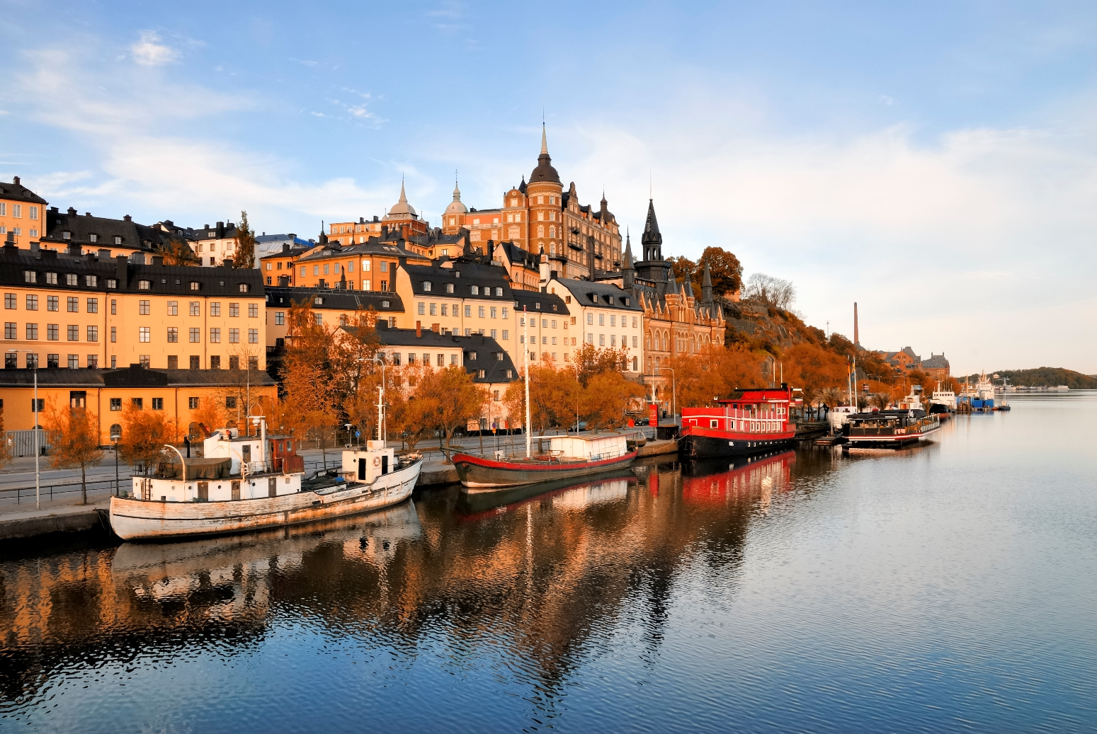 sweden_stockholm_embankment_with_boats_istock_000015271055large.jpg