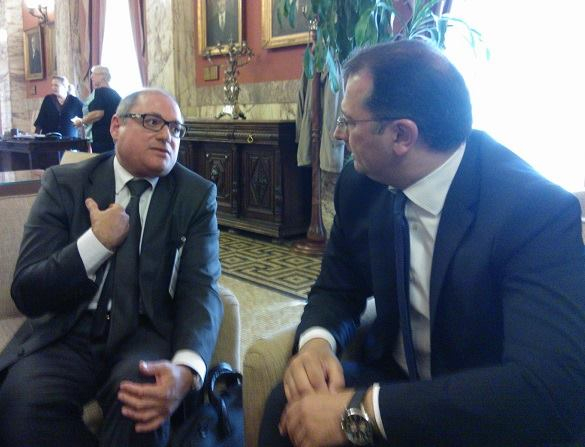 Cedefop Director James Calleja (l) chats with Education Deputy Minister Georgios Stylios